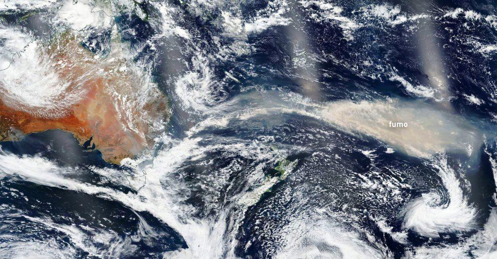 """La """"nuvola"""" di fumo dal satellite Nasa del 7 gennaio 2020"""