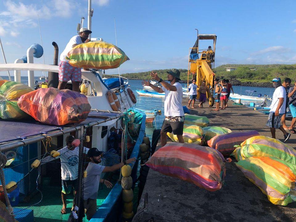 Galapagos inquinamento rifiuti oceano