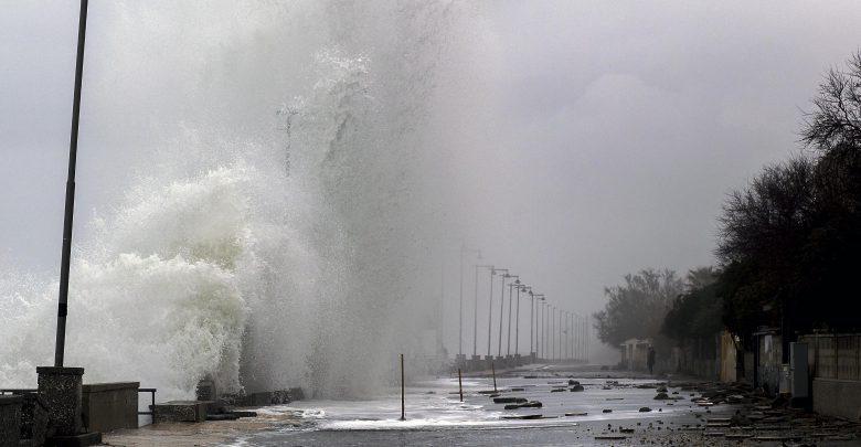 Maltempo, ancora forte vento: danni a Palermo