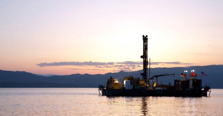 Piattaforma per il campionamento sul lago di Ocrida