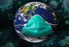 guanti e mascherine in mare